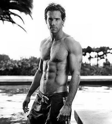ryan-reynolds-toned-body.jpg